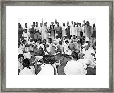 Mahatma Gandhi And Nehru Framed Print by Underwood Archives
