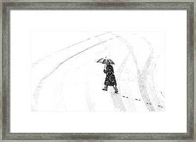 Mann Mit Schirm /a Man Of Umbrellaed Framed Print