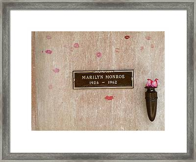 Marilyn Monroe Tomb Framed Print by Jeff Lowe