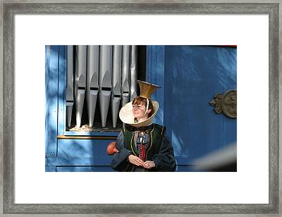 Maryland Renaissance Festival - A Fool Named O - 12128 Framed Print by DC Photographer