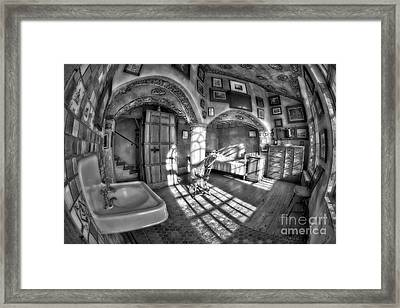 Master Bedroom At Fonthill Castlebw Framed Print by Susan Candelario