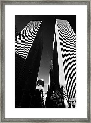 Mcgraw Hill And Celanese Building Part Of The Rockefeller Center Midtown New York City Framed Print by Joe Fox