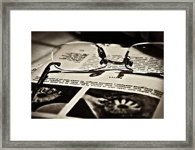 Framed Print featuring the photograph Me Time by Graham Hawcroft pixsellpix