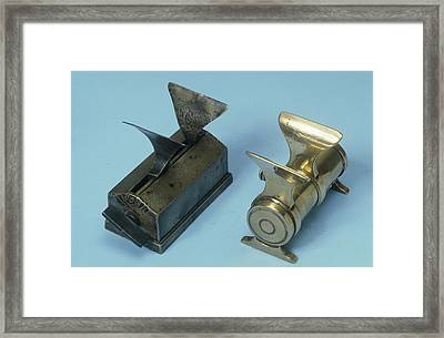 Mechanical Powder Folders Framed Print by Science Photo Library