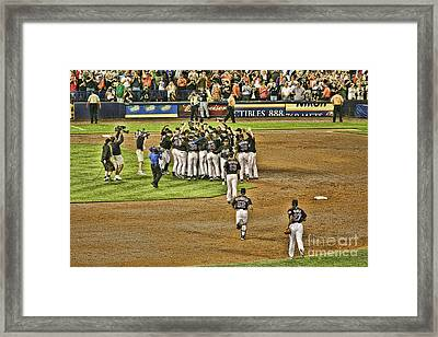 Mets Take Nl 2006 Framed Print by Chuck Kuhn