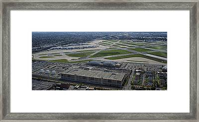 Midway Airport Chicago Airplanes 02 Framed Print by Thomas Woolworth