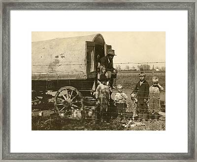 Framed Print featuring the photograph Migrant Family, 1915 by Granger