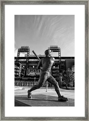 Mike Schmidt Statue In Black And White Framed Print