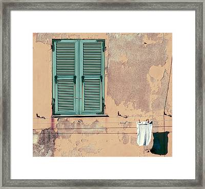 Morning Hangout  Framed Print by A Rey