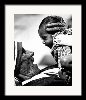 Red Cross Mother Teresa Framed Prints