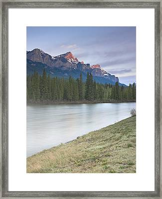 Mount Rundle And The Bow River At Sunrise Framed Print by Richard Berry