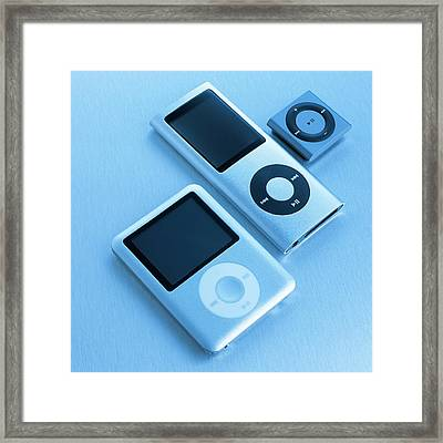 Mp3 Players Framed Print by Science Photo Library