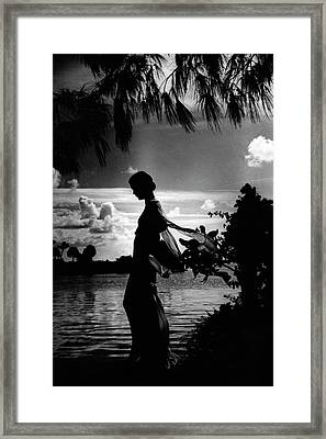 Mrs Allan A Ryan Jr At Palm Beach Framed Print by Toni Frissell