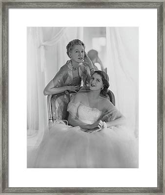 Mrs. Francis Mcneil Bacon IIi And Her Daughter Framed Print by Horst P. Horst