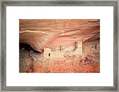 Mummy Cave Ruins In Canyon De Chelly Framed Print by Richard Wright