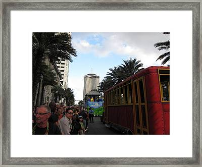 New Orleans - Mardi Gras Parades - 121239 Framed Print by DC Photographer