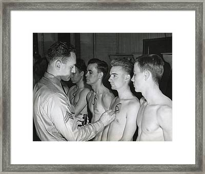 New Recruits To The U.s. Army Starting Framed Print by Everett