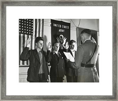 New Recruits To The U.s. Army Taking Framed Print by Everett