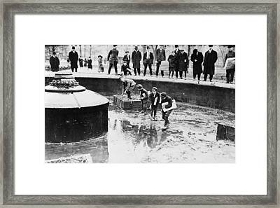 New York Fountain, 1908 Framed Print