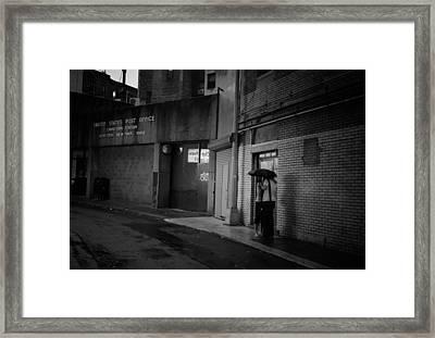 New York Romance - Kiss In The Rain Framed Print by Vivienne Gucwa