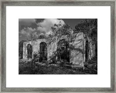 No Se Vende Framed Print by Carl Engman