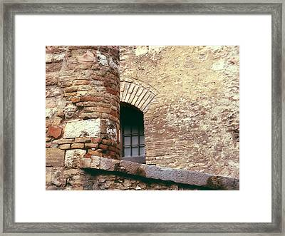 Now You See Me.. Framed Print by A Rey
