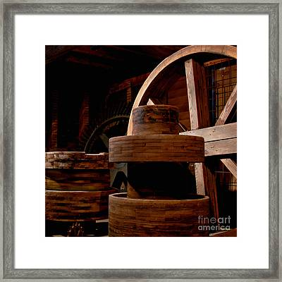 Nowhere To Turn Framed Print by Lee Craig