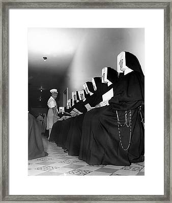 Nuns Donate Blood For Troops Framed Print by Underwood Archives