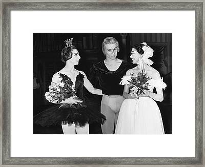 Nureyev And Fonteyn Framed Print by Underwood Archives