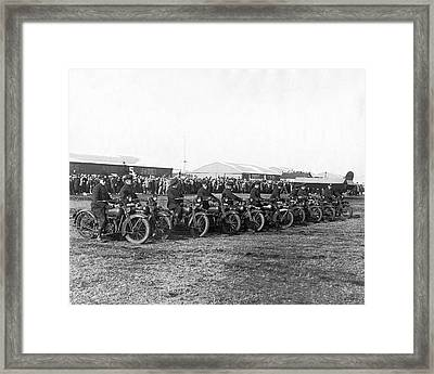 Ny Cops Wait For Bremen Flyers Framed Print