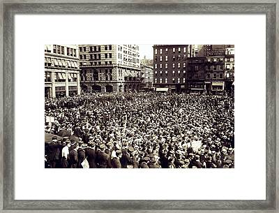 Ny Streetcar Strike Meeting Framed Print by Underwood Archives