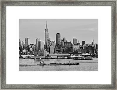 Nyc Skyline And Atb Last Light Bw Framed Print by Susan Candelario