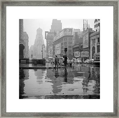 Nyc, Times Square, 1943 Framed Print by Science Source