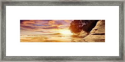 Nz Sunlight Framed Print by Les Cunliffe
