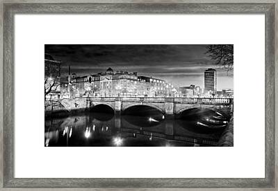 O Connell Bridge At Night - Dublin - Black And White Framed Print