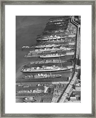 Ocean Liners At Nyc Dock Framed Print by Underwood Archives