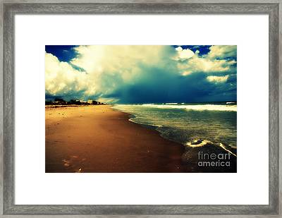 Ocean Waves Framed Print by Susanne Van Hulst