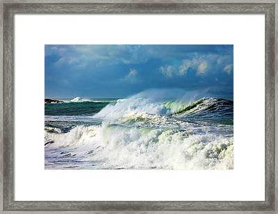 Ocean Waves Framed Print by Wladimir Bulgar