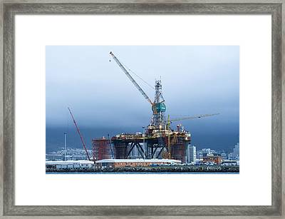 Oil Rig Undergoing Maintenance Framed Print by Science Photo Library