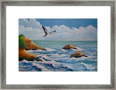 Oiseau Solitaire Framed Print