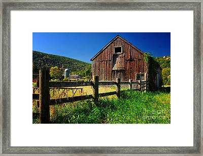 Old Barn In Kent Connecticut Framed Print