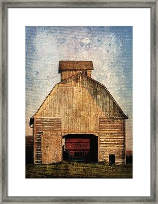 Old Farm Building Framed Print by Cassie Peters
