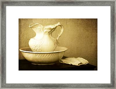 Old Fashioned Pitcher And Basin Framed Print by Lincoln Rogers