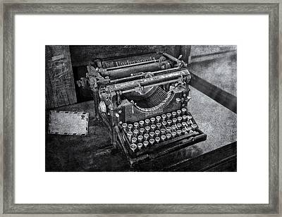 Old Fashioned Underwood Typewriter Bw Framed Print by Susan Candelario