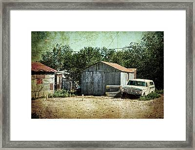 Old Garage And Car In Seligman Framed Print by RicardMN Photography