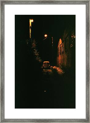 Old Vw Left All Alone   Framed Print by Hector  Valentin