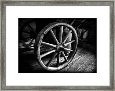 Old Wagon Wheel Black And White Framed Print by Dan Sproul