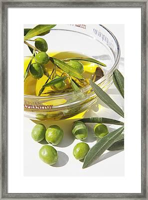 Oliven Und Olivenoel In Einer Framed Print by Tips Images