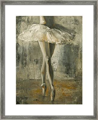 En Pointe Framed Print by Jani Freimann