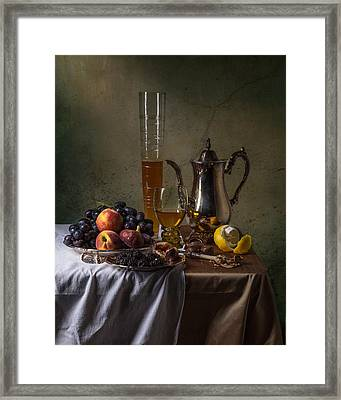 Ontbijt With Pass Glass-roemer And Fruits Framed Print